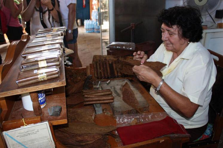 Bei der Besichtigung einer Zigarrenmanufaktur