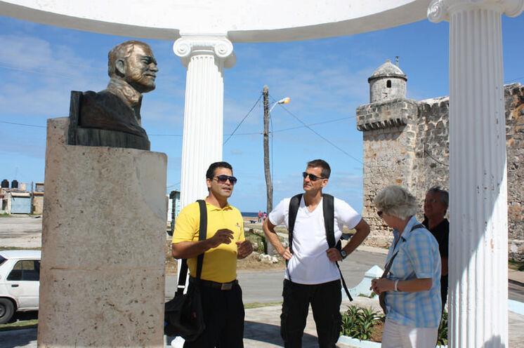 Der Tag nach dem Lauf gilt Hemingway: Hier die Hemingway-Büste an der Uferpromenade in Cojimar (optionaler Ausflug)