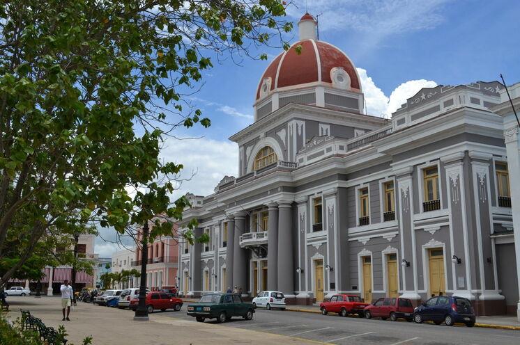Ebenso bei der Verlängerung dabei: das eher französisch-koloniale Cienfuegos mit seinem berühmten Theater
