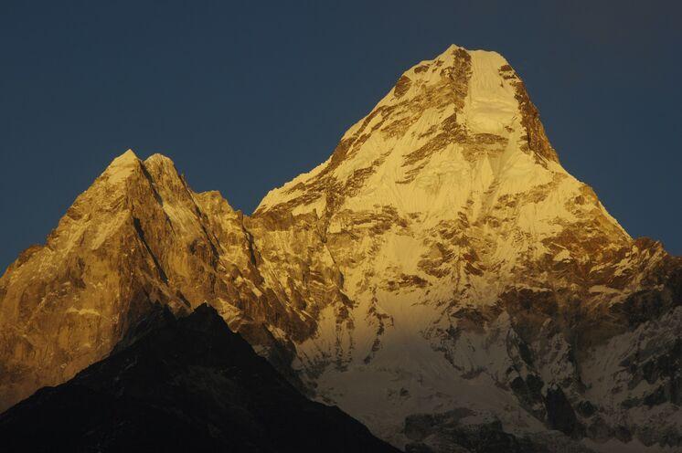 """Das """"Matterhorn Nepals"""", die formschöne Ama Dablam (6856 m)"""