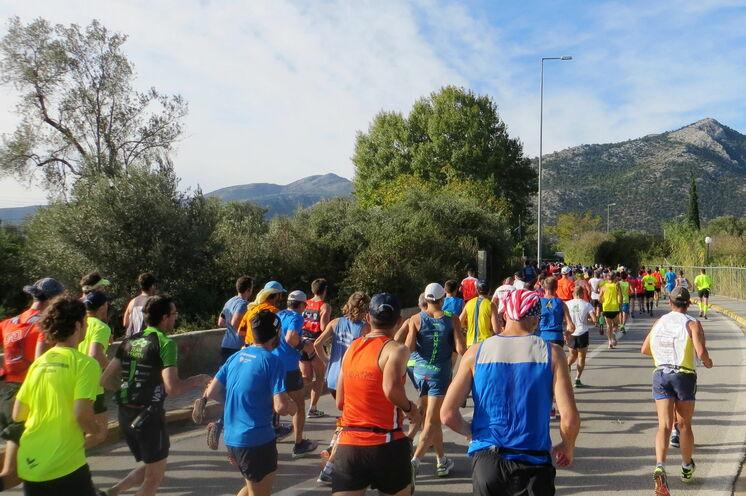 Die Laufstrecke ist recht anspruchsvoll, einige lange und zähe Steigungen sind zu bewältigen.