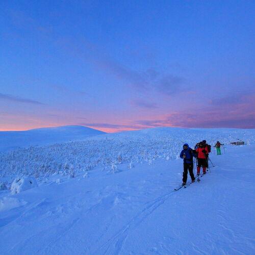 Mit Backcountryski durch Finnisch-Lappland