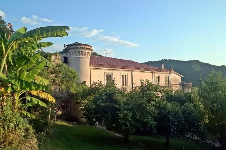 Sie wohnen inmitten der Berge in einem echten Palazzo, dem Palazzo Gallotti!