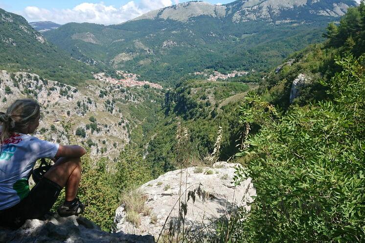 Im Nationalpark Cilento schlummern mittelalterliche Bergdörfer, Natur mit seiner Pflanzenvielfalt und kulturelle Schätze.