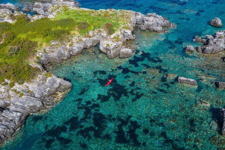 Perspektiv-Wechsel: An Tag 6 erkunden Sie optional die Naturparkküste mit dem Kajak.