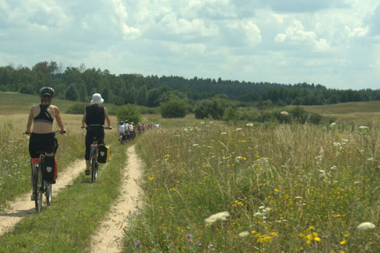 Per Rad durch Wald und Feld … idyllische Natur im Wechsel mit verträumten Dörfchen