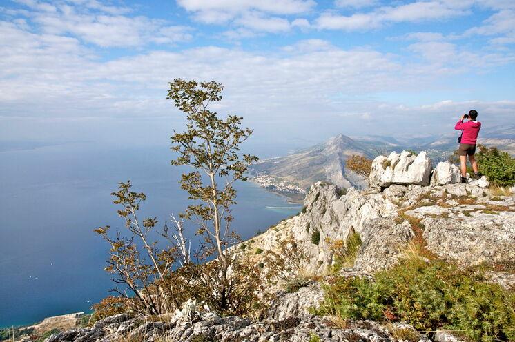 Blick auf die Küste beim 2. Unterkunftsort Omis auf opt. Wanderung