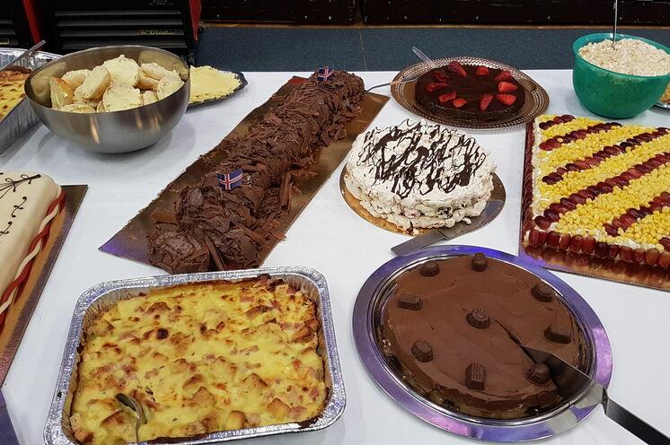 Berühmt: das liebevoll zubereitete isländische Kuchenbuffet wurde von Omas Hand gebacken und ist den Läufern vorbehalten.