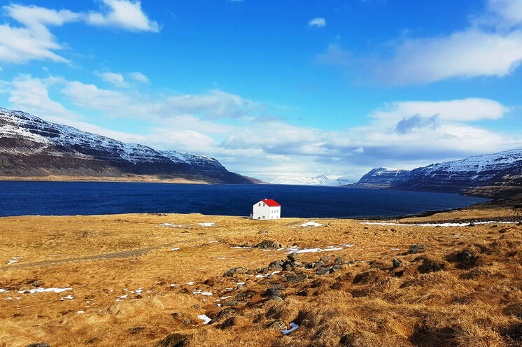 Die Bilderbuchkulisse der Westfjorde lernen Sie auf unserer Sightseeingtour auf dem Rückweg von  Ísafjörður nach Reykjavik kennen