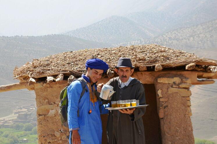 Begegnungen in den Dörfern des Hohen Atlas sind selten ohne eine Einladung zum Tee.