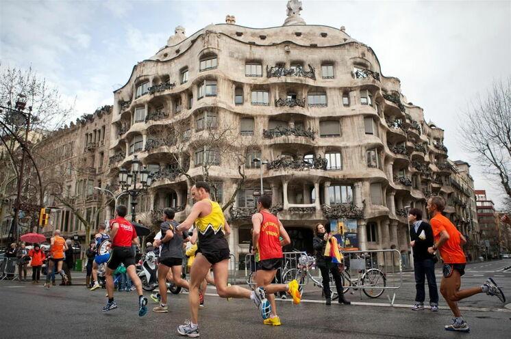 Gaudi's Hinterlassenschaften sind eine Wucht - ein architektonischer  Andersdenker besonderer Coleur