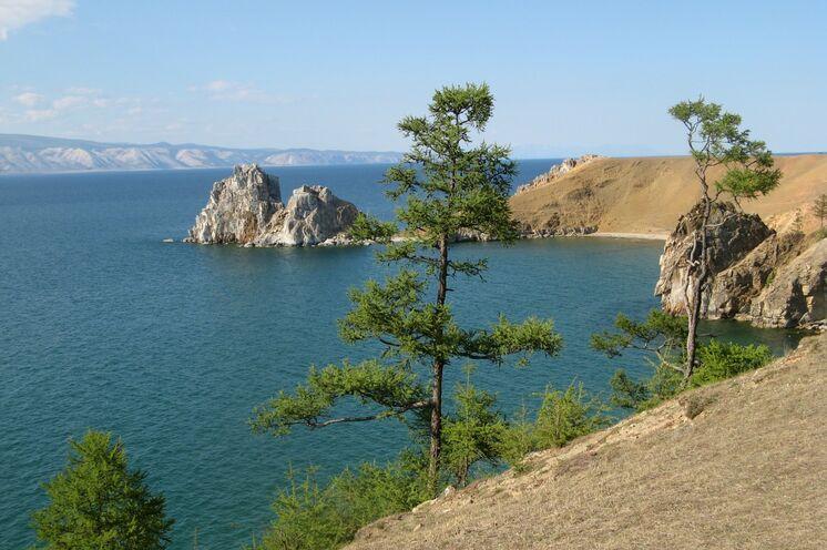 Insel Olchon mit dem berühmten Schamanenfelsen