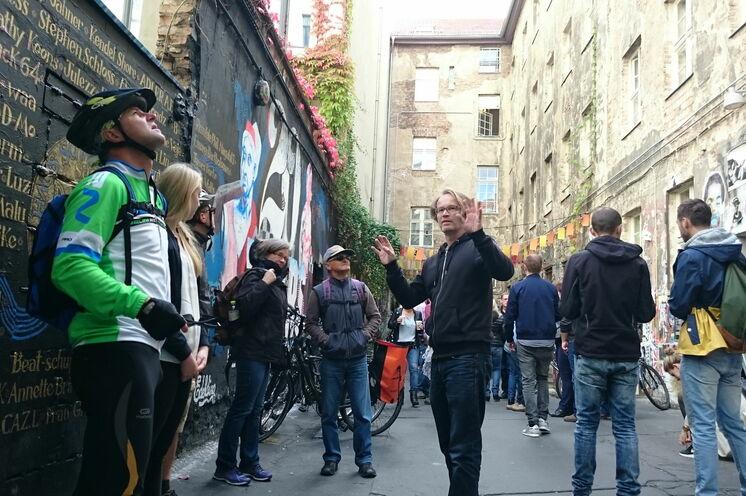 ... auch in szenige und versteckte Ecken Berlins.