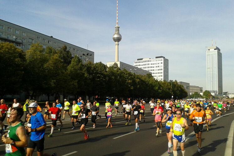 Deswegen sind Sie ja nach Berlin gekommen - 42 Kilometer Sightseeing oder gar ein neuer persönlicher Bestzeiten-Versuch. Die Strecke gibt's her...
