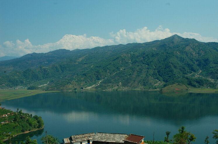 Der Phewa See und Blick in die Annapurnakette