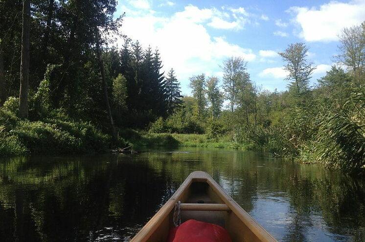 Im Kanadier entdecken Sie den Fluss in seiner Umgebung