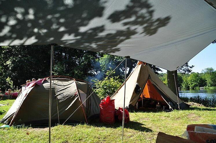 Abends werden am nächsten Biwakplatz die Zelte aufgeschlagen