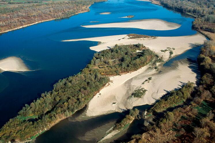 Die Weichsel ist der gröste Strom Polens, durchfließt  das Land von Süd nach Nord und kann auf weiten Strecken ungehindert fließen
