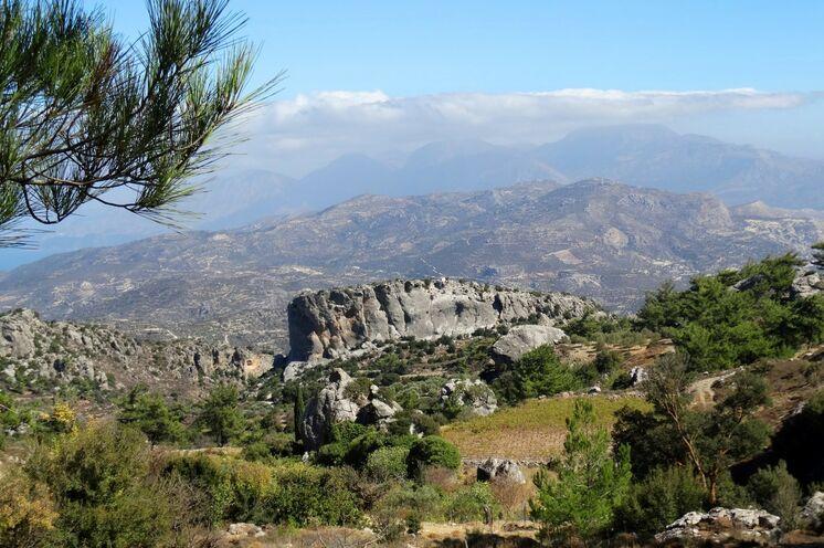 Seltsame Felsformationen in den Bergen bei Anatoli
