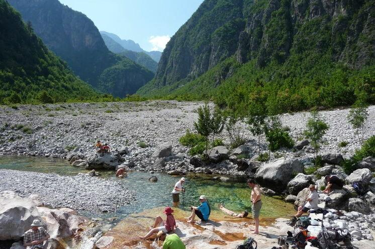 Ein Bade-Gumpen im Thethi-Tal (Bild von Birgit Hilbig)