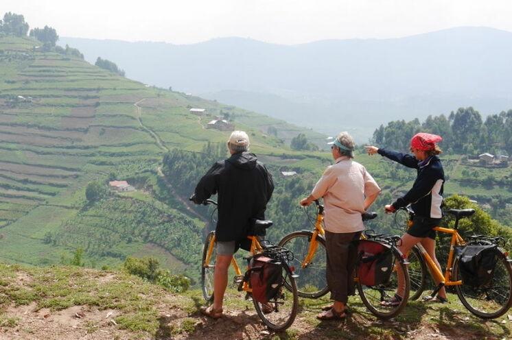 Fahrradtour auf hochwertigen Rädern durch das ländliche Leben Ugandas und Ruandas. Viel Zeit für Safaris und Begegnungen sind eingeplant.