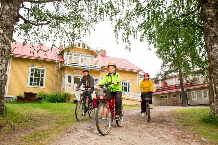 Die Wege von Gasthaus zu Gasthaus bestreiten Sie mit dem Fahrrad. Hier das Gasthaus Pihlajapuu am 7. Tag der Tour
