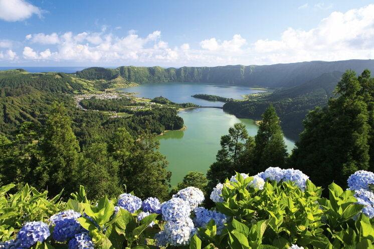 Der riesige Kraterkomplex Sete Cidades zählt zu den sieben Naturwundern Portugals