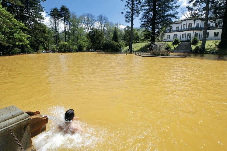"""Die Thermalquellen im """"Terra Nostra""""-Park laden zum Baden ein"""