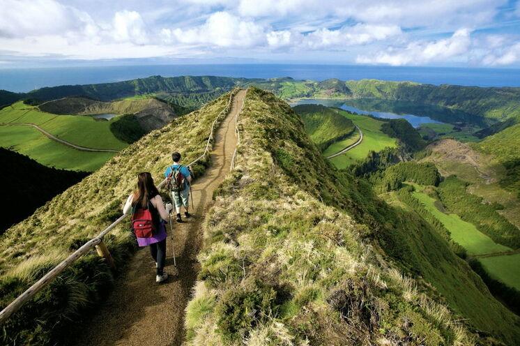 Urlaub und gemütliches Wandern auf den Azoren. Auf dieser Rundreise erleben Sie die Vielfalt der Hauptinsel Sâo Miguel zu Fuß.