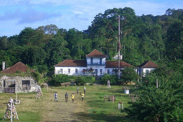 In vielen der alten Kakaoplantagen - sogenannte Roças - lässt sich rustikal aber stilecht übernachten