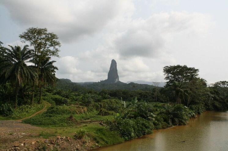 Der spektakuläre Cao Grande ist ein erodierter Vulkankegel im Süden São Tomés