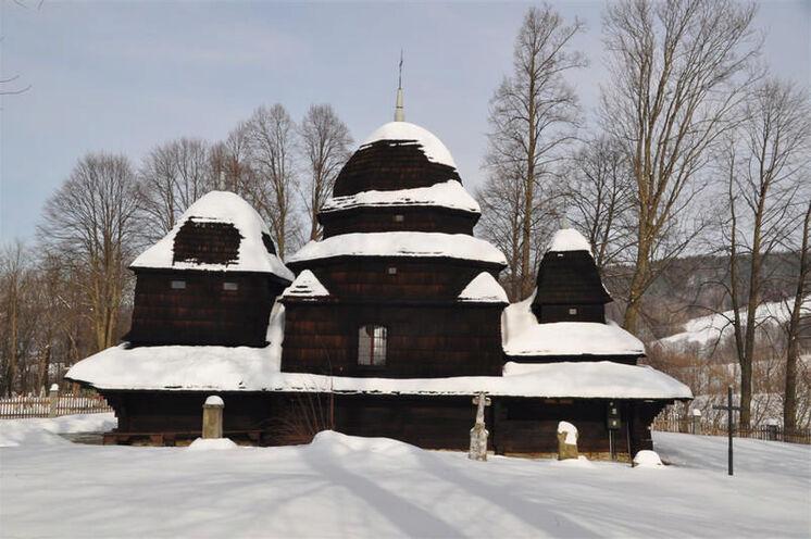 Typisch für diese Gegend sind die kleinen Kirchen aus Holz, davon werden Sie einige sehen