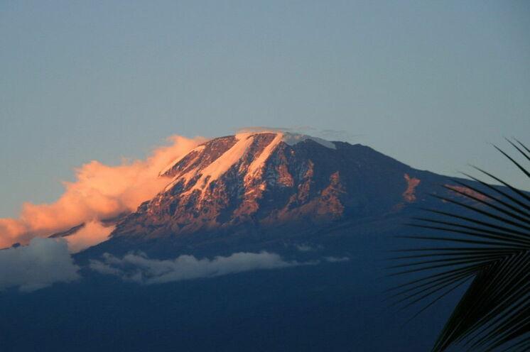 """Sie erkunden die Region rund um den Kilimanjaro - im Rahmen einer individuellen Verlängerung können Sie das """"Dach Afrikas"""" besteigen"""