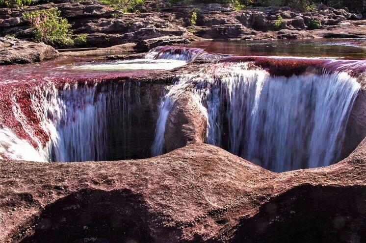 Unterwegs laden kleine Naturpools und Wasserfälle zum Erfrischen ein