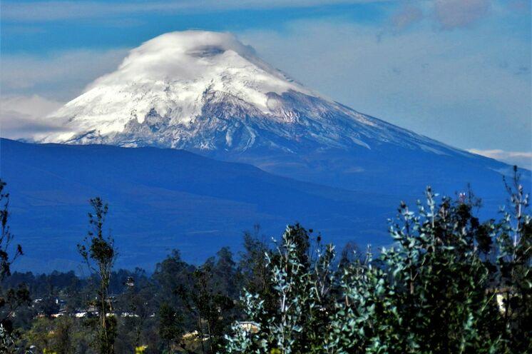 Auf der famosen Vulkanstraße treffen Sie die weißgekrönten Riesen wie den Cayambe,