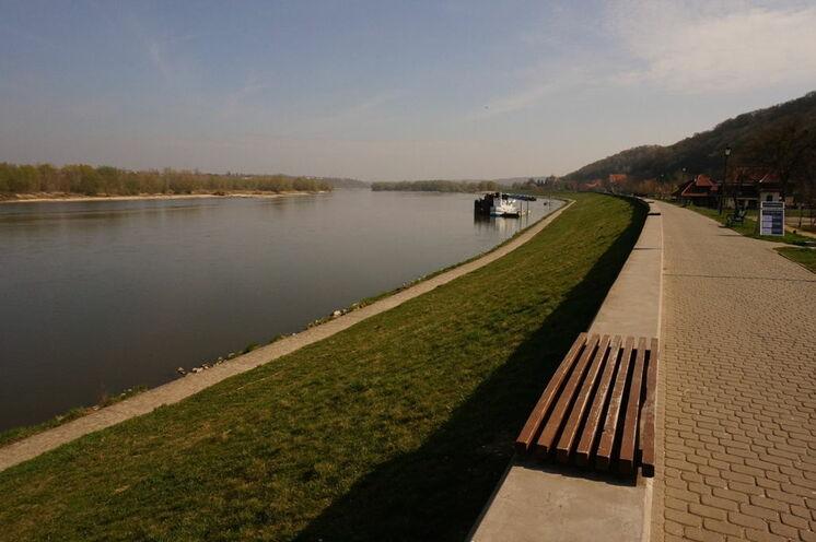 Entlang des Ufers in Kazimierz Dolny