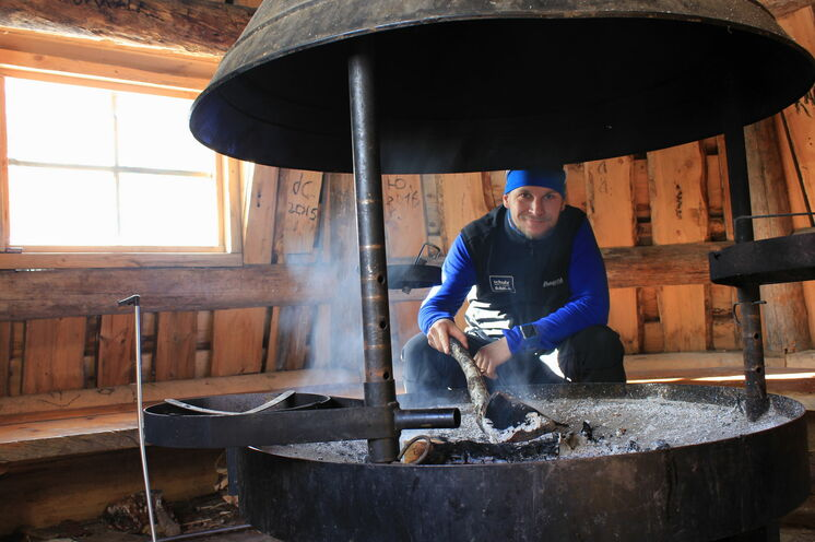 In einer solchen Hütte kann man ideal Pause machen. Für Feuerholz ist meist gesorgt.