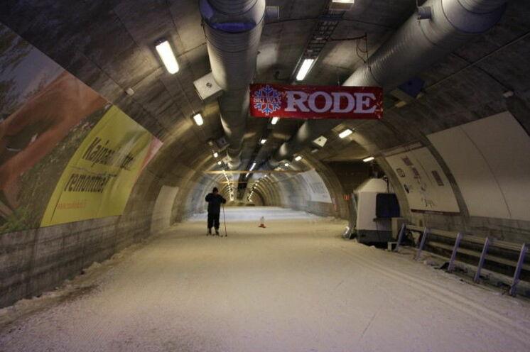 Der erste Skitunnel weltweit - ca. 300 m von unserem Hotel entfernt..