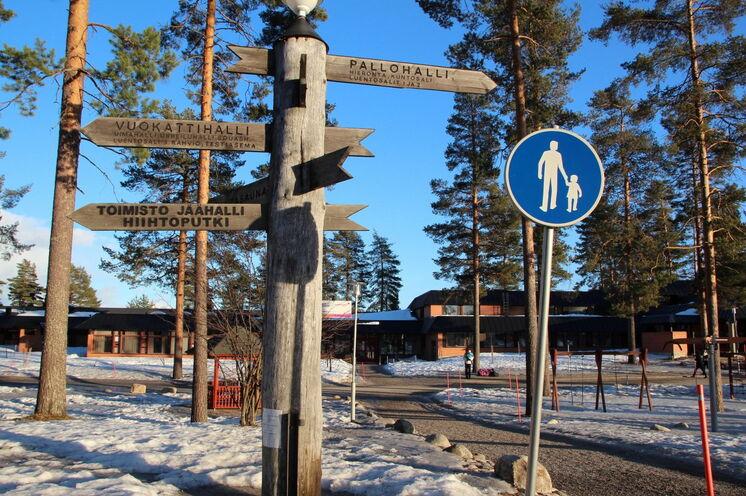 Kurze Wege..., nur wenige Meter zur Startnummernausgabe, Schwimmbad und zum Start/Zielgelände.