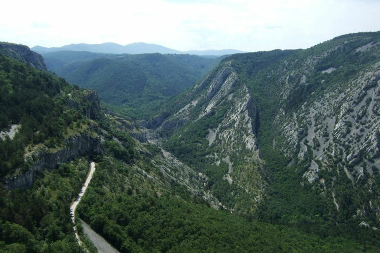 Blick auf die Karstlandschaft des Rosandratals