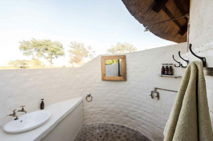 Ein ganz anderes Badezimmer-Gefühl erleben. (© Africa On Foot)