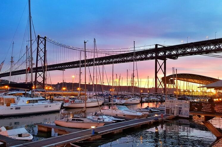 Unser Begrüßungsessen am Yachthafen Alcantara