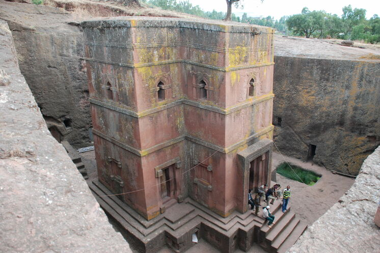 Die St.-George's-Kirche ist die wohl berühmteste der insgesamt 11 Felsenkirchen in Lalibela