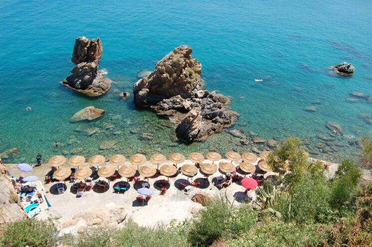 Ihre Unterkunft in Cefalu verfügt über einen hoteleigenen Zugang zum Meer