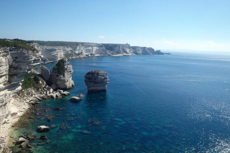 Spektakuläre Klippenküste an der Südspitze Korsikas vor Bonifacio (4. Tag)