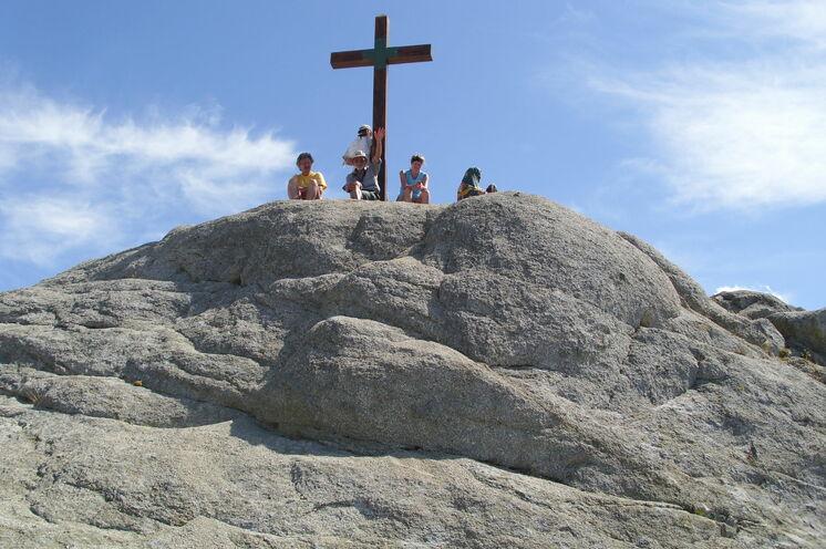 Geschafft - der Aufstieg auf den höchsten Berg Korsikas, dem Monte  Monte Incudine (2143m) ist anstrengend, aber der Ausblick lohnt sich.