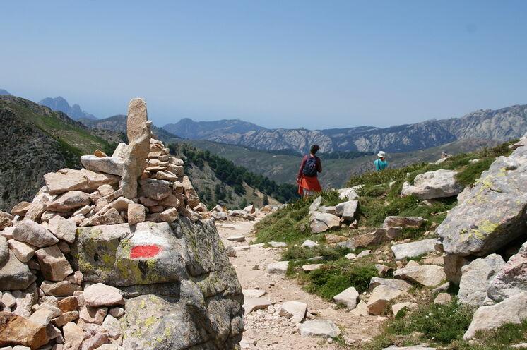 Auf dem Fernwanderweg GR20 wandern Sie vom Col de Verghio durch das Golo-Tal (10. Tag)