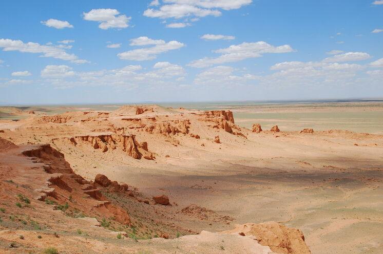 Besuch an den Red Cliffs von Bayanzag auf dem Weg in die Wüste Gobi