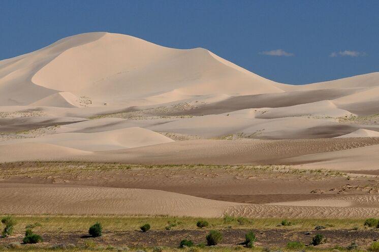 Reisen Sie durch eine der landschaftlich abwechslungsreichsten Wüsten der Welt