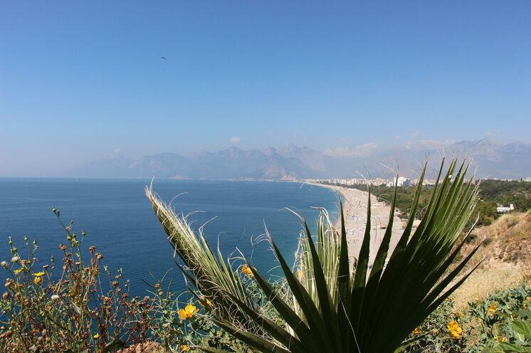 Beginn und Ende Ihrer Reise in Antalya - 15min vom Hotel liegt der schöne Strand! Ein idealer Ein -und Ausklang Ihrer Reise.